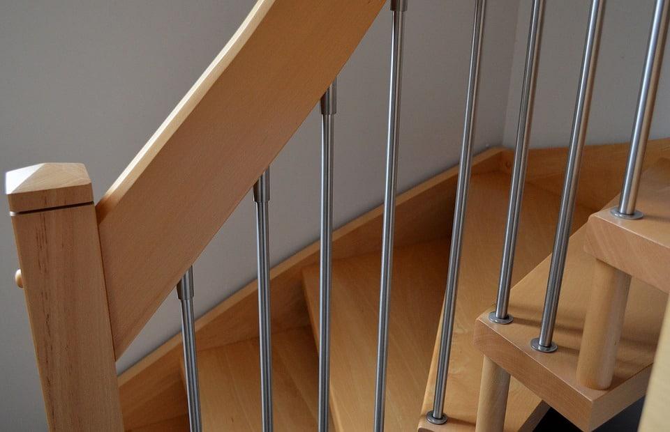 quelle protection pour votre escalier en bois a brico. Black Bedroom Furniture Sets. Home Design Ideas