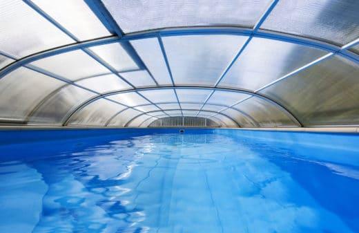 abris de piscine au jardin