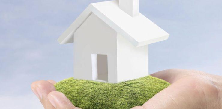 Une maison dans une main