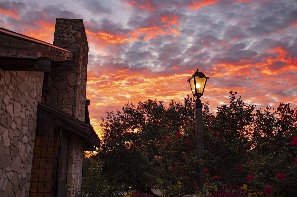 coucher de soleil jardin lampadaire